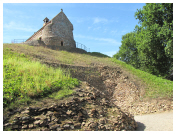 Click here to see our photographs of La Hougue Bie